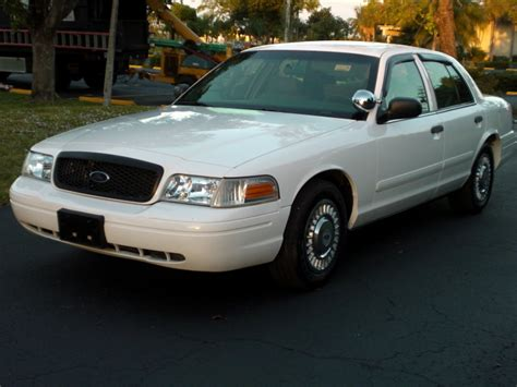 electric and cars manual 2004 ford crown victoria user handbook 2004 ford crown victoria overview cargurus