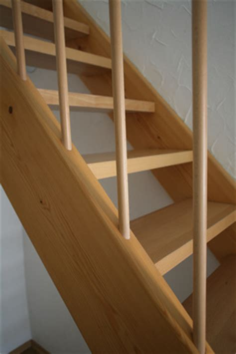 holz treppenstufen treppenstufen aus holz bauvarianten holzarten und kosten
