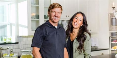 fixer upper streaming magnolia house chip and joanna gaines bed breakfast
