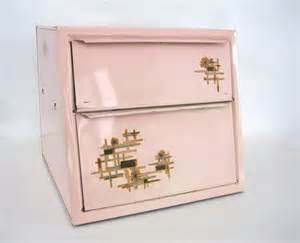 Atomic Home Decor 25 Best Ideas About Midcentury Bread Boxes On Pinterest