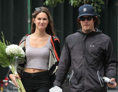 does norman reedus have a girlfriend norman reedus in nyc with a girl holding flowers lainey