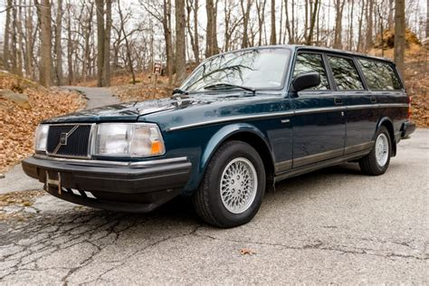 reserve  volvo  wagon  sale  bat auctions sold    february