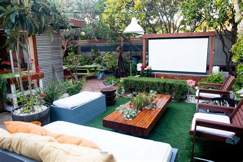 Backyard Pb 20 Cool Backyard Theaters For Outdoor Entertaining