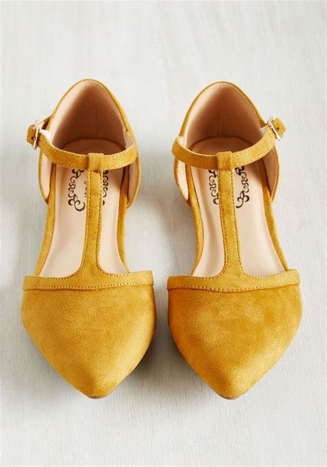 mustard colored shoes 25 best ideas about mustard fashion on yellow