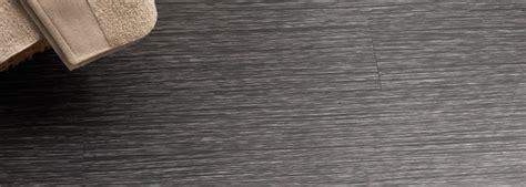 selbstklebende pvc fliesen entfernen selbstklebende vinylb 246 den richtig verlegen www vinyl
