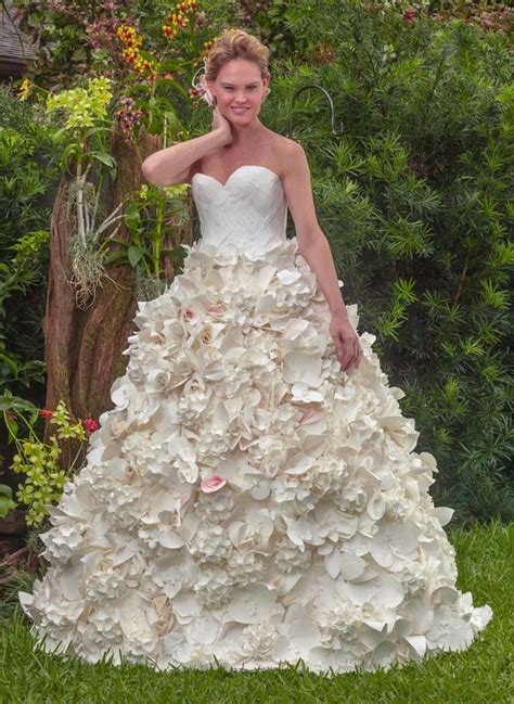 How To Make A Dress Out Of Tissue Paper - stunning toilet paper wedding dress wins 10 000 prize
