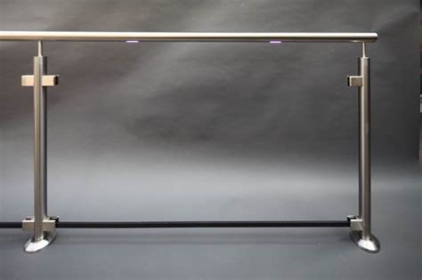 handlauf aus edelstahl edelstahl glas gel 228 nder mit einem rgb led handlauf aus