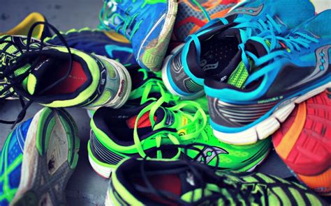 buying the right running shoes a beginners guide to buying running shoes