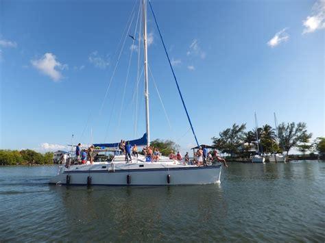 roatan catamaran excursion radical adventures catamaran excursions roat 225 n