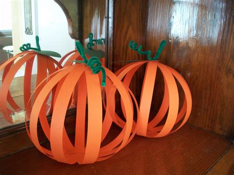 Fall Construction Paper Crafts - 3d pumpkins need orangle construction paper green
