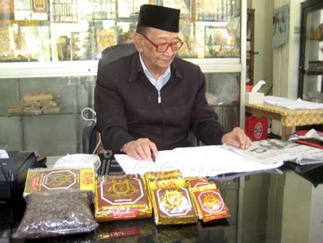 petikan film filosofi kopi kedai kopi eva sang legenda oleh mama totik kompasiana com