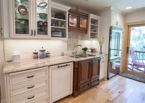 dynasty kitchen cabinets dynasty marco kentwood cherry maple traditional