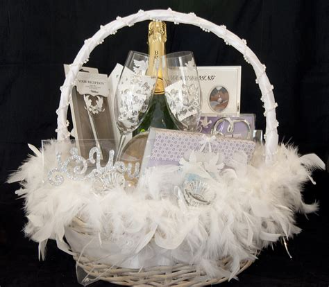 Wedding Gift Baskets by 20 Wonderful Wedding Gift Ideas Uberlyfe