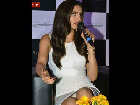 Deepika Padukone Wardrobe Malfunction by Deepika Padukone S Moment Filmibeat