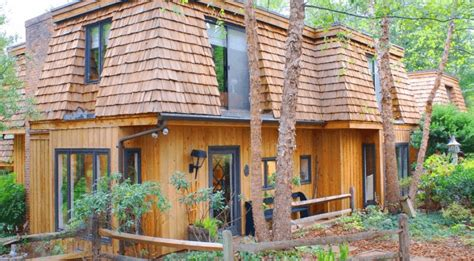 discover seven cedar roof shingle homes you will want to build cedar shingles and shakes compare pros cons