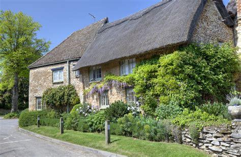 Oxfordshire Cottages by Oxfordshire Thatched Cottage Royalty Free Stock