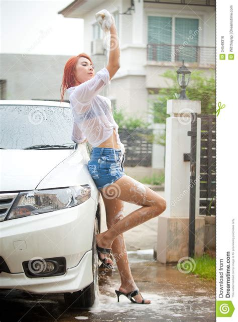 Frauen Waschen Auto by Car Asian Washing Cars