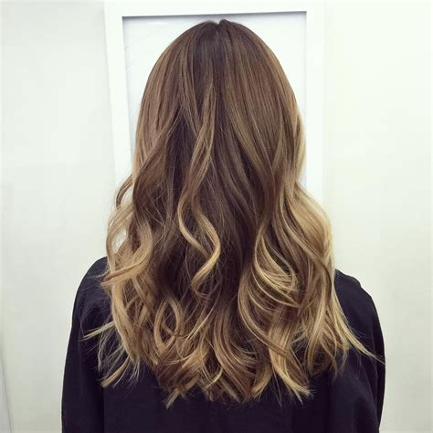 blonde to brunett at 50 60 balayage hair color ideas with blonde brown caramel