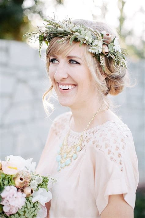 wedding flowers hair 15 ways to wear flowers in your hair at a wedding