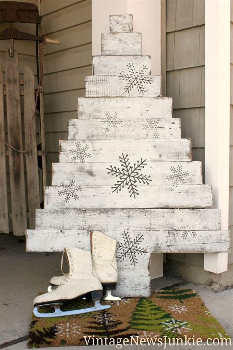 diy wood pallet christmas tree two video tutorials