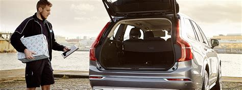 volvo lets    christmas shopping delivered    car