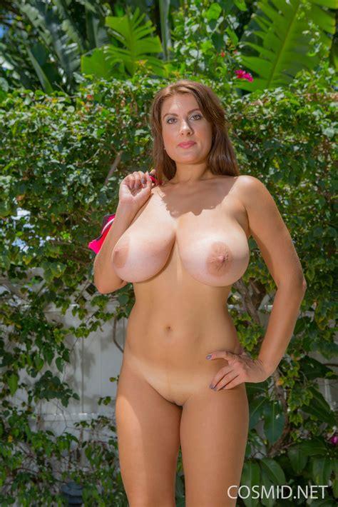 Nude Share Hugeboobs Valory Irene