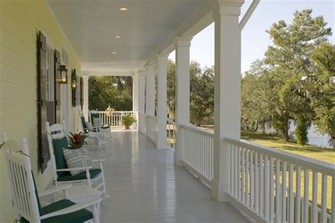 what is the paint color of the porch floor for bayou oaks