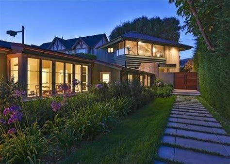 leo dicaprio house leonardo dicaprio s malibu beach house is for sale 23 pics