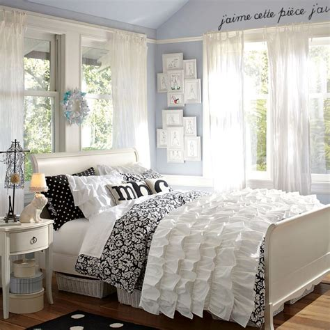black and white teenage bedroom carlee s room on pinterest teen girls paris theme and