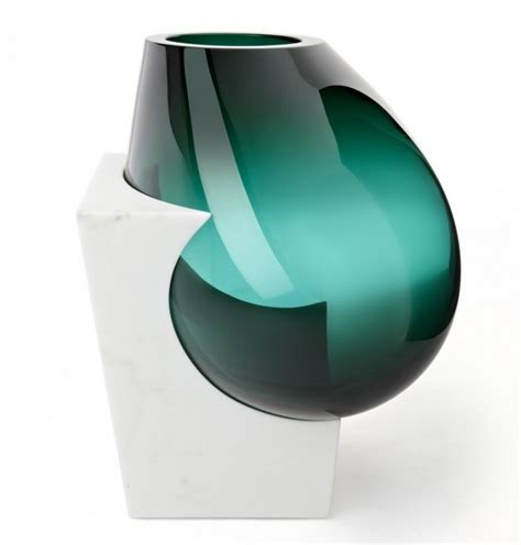 vases en verre et marbre