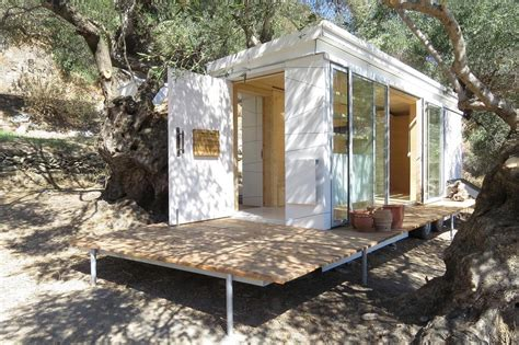 Small Homes Living The Grid S Modern Grid Crete Tiny House On Wheels