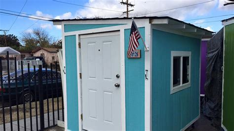 tiny houses in los angeles homeless in los angeles lose tiny houses to city cleanup