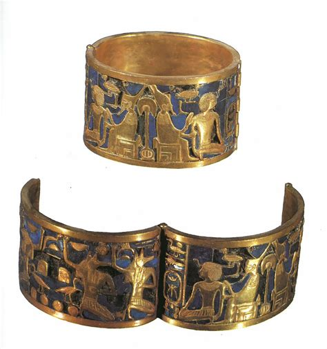 This piece is a bracelette that belonged to Queen Ahhotep