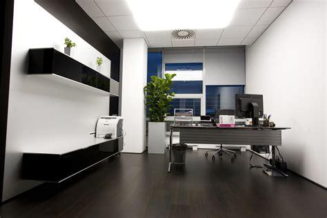 imagenes de oficinas minimalistas tendencia decorativa en oficinas