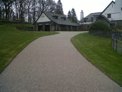 a beautiful resin bonded driveway by cc driveways cce driveways
