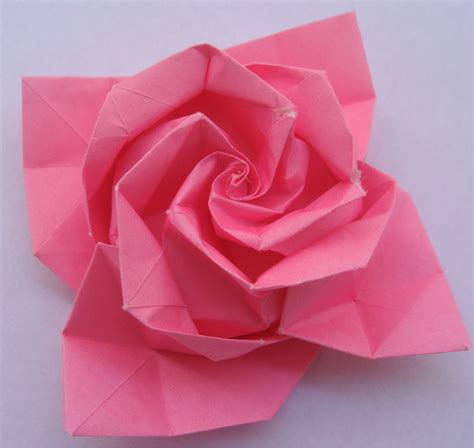 Folded Paper Roses - papercraft 3d origami flower tutorial with a