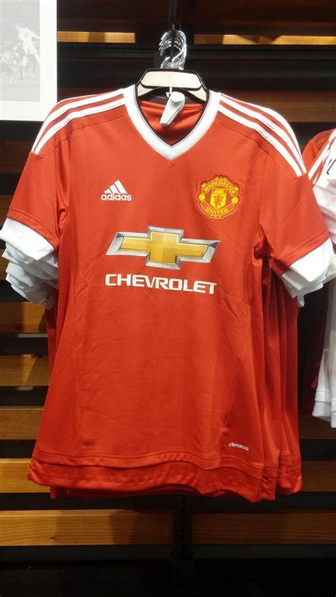 Jacket Hoodies Manchester United Merah Depan Belakang terkuak desain jersey baru mu untuk musim depan bola liputan6