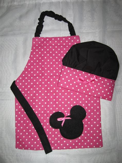 Minnie Mouse Apron Size 4 6 Yo apron and chef hat set minnie mouse by mydarlindesigns on etsy 30 00 sewing projects