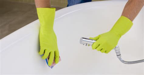 cleaning the bathtub useful quick tips for cleaning a bathtub properly
