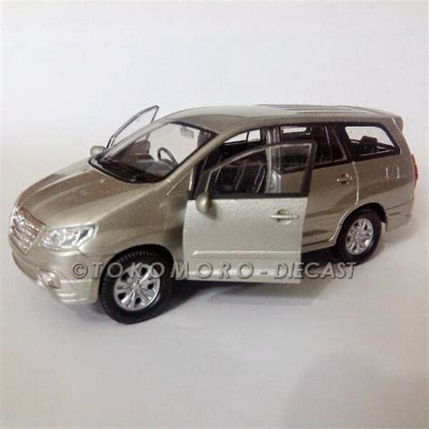Miniatur Innova Brown Gold Emas Diecast Mobil Harga Murah jual toyota kijang innova diecast miniatur mobil warna silver inova tokomoro