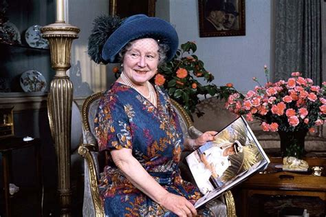 biography queen mother lady elizabeth bowes lyon still mum in a new biography