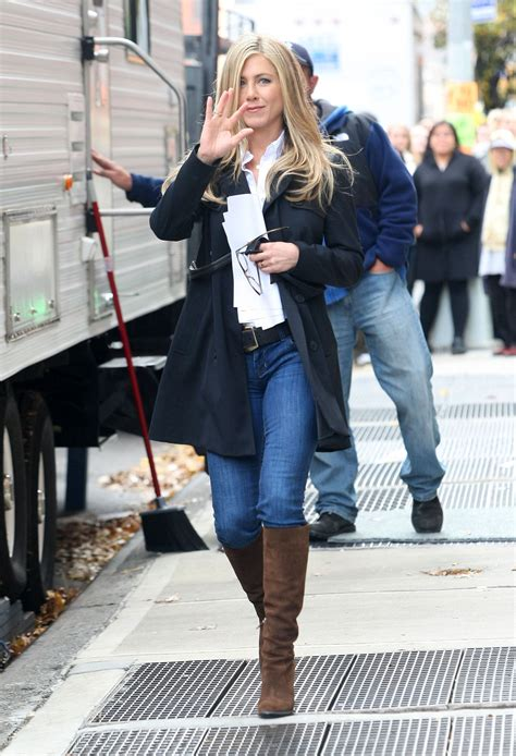 Aniston Wanderlust Wardrobe pictures of aniston on the set of wanderlust in nyc popsugar