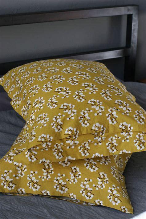 Diy Pillow Shams by Diy Project Pillow Shams Design Sponge