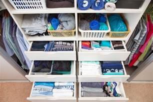 kleiderschrank ordnung ideen f 252 r mehr ordnung im kleiderschrank mit system zu