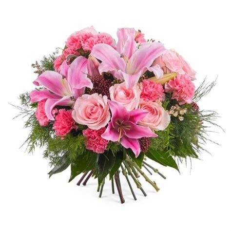 ramo de rosas rojas regalo perfecto para mama este 10 de mayo how to make a bouquet of red roses flores para el d 237 a de la madre interflora