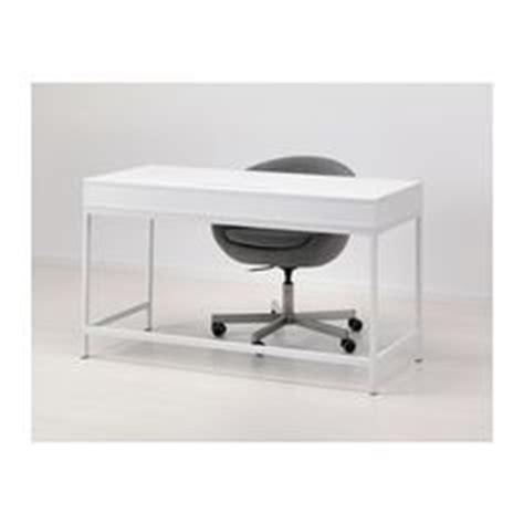 Space Saving Desks And Work Spaces On Pinterest Aménagement Bureau Ikea