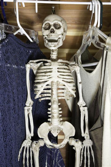 scheletro nell armadio scheletro nell armadio fotografia stock immagine di