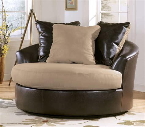 Swivel Chair Living Room Furniture Design Ideas Simple Living Room With Traditional Accent Chairs Home Furniture