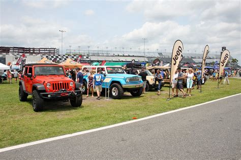 parade jeep jeep breaks guinness record with jeep
