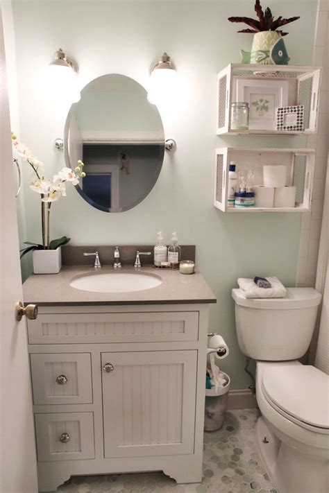 ideas for small bathrooms 25 best ideas about small bathroom decorating on